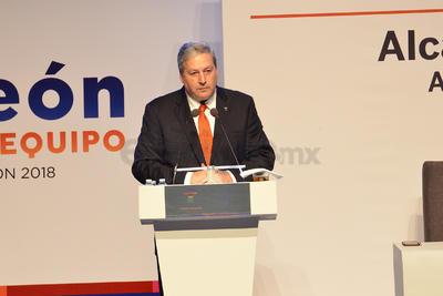 Por otra parte, el secretario de Gobierno de Coahuila, Fraustro Siller, en representación del gobernador Riquelme Solís, comentó sobre el deseo de formar una relación de trabajo entre Ayuntamiento y Estado.