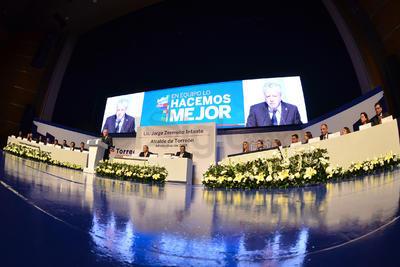 Dentro de la presentación de sus compromisos ante la ciudadanía, señaló el abandono del Centro Histórico de Torreón, así como de las áreas verdes de la ciudad, donde enfatizó la problemática del Bosque Venustiano Carranza y la Alameda de Zaragoza.