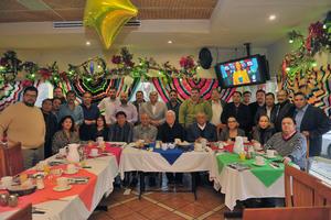 01012018 LA FOTO DEL RECUERDO.  Desayuno de fin de año de los presidentes del Consejo Regional de la Abogacia Lagunera A.C.
