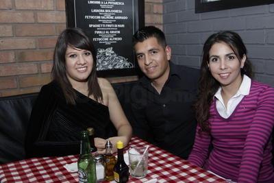 Elizabeth, Juan y Fabiola.