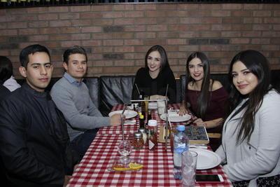 Cristina, Jovannina, María Paula, Alejandro y Otto.
