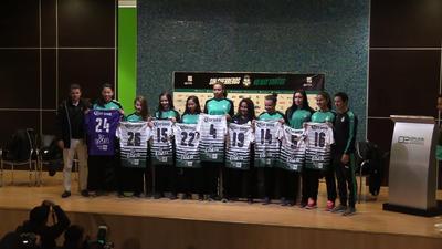 Esta mañana fueron presentadas las nuevas Guerreras, que defenderán la playera del Club Santos Laguna a partir del próximo sábado, en el arranque del Torneo Clausura 2018 de la Liga MX Femenil.