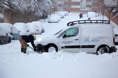 Además, la nieve impide o dificulta la circulación en Asturias, Cantabria, La Rioja, Salamanca o Soria, entre otras.