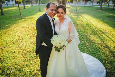 07012018 En la Parroquia Los Ángeles, contrajeron matrimonio Lic. Fabiola Hayde Pizarro Flores. y Lic. Mario Alberto Medrano Ramírez. Amigos y familiares se dieron cita en la ceremonia y recepción el 18 de noviembre de 2017.