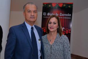 08012018 EN EL TEATRO.   Antonio y Mireya.
