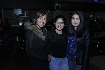 Niria, Jaenny y Zenaira.