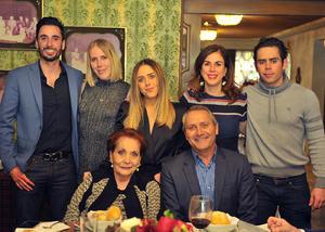 Familia Webb Giacomán con la Señora Elena