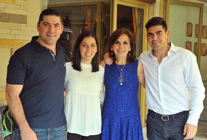 Pecky con sus hijos Franco, Pamela y Abelardo
