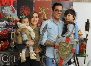 Luis Gerardo con sus papás, Gerardo y Virginia, y su hermanita, Bárbara