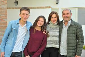 Eduardo, Susana, Mary Sofi y Lalo