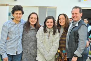 Enrique, Emilia, Ana Lucía, Lucía y Enrique