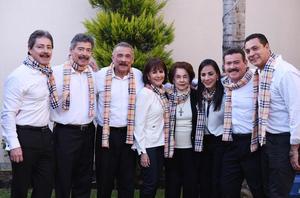Chela con sus hijos Luis, Javier, Enrique, Laura, Iveth, Jorge y Mony