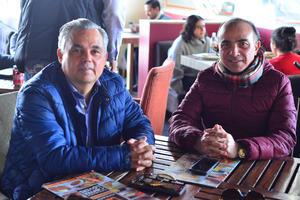 10012018 EN EL CAFé.  Santiago y José.
