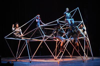 'Cósmica', la obra elegida para representar a este proyecto escénico impulsado por la Secretaría de Cultura a través del Instituto Nacional de Bellas Artes (INBA).