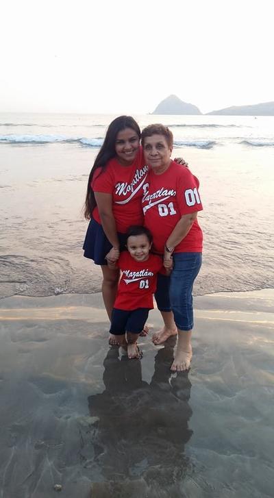 11012018 Karen, María Estela y Santiago.
