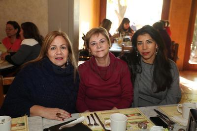 Martha Muñoz, Blanca Unzueta y Adriana Gamero.