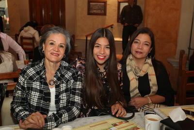 Chelo Almonte, Andrea Chávez y Lorena Campos.