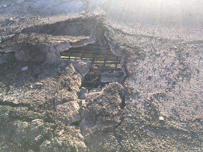 La supercarretera presentó daños por el incendio de la pipa.