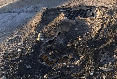 """A través de Twitter, PC indicó que """"se mantendrá cerrada hasta nuevo aviso supercarretera a Mazatlán como medida de seguridad por incendio de pipa, ya que hubo daños en estructura del puente """"El Carrizo""""""""."""