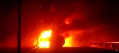 De acuerdo a la Dirección Municipal de Protección Civil (PC) fue a las 23 horas de ayer en el kilómetro 162+500 donde un tractocamión, que transportaba 68 mil litros de diésel, se desprende su segundo tanque lo que provocó el incendio de 44 mil litros del combustible.
