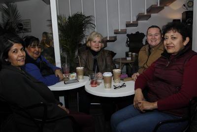 Belinda Rentería, Alma Rodriguez, Rayito Ávila, Marta Morales y Tere Sánchez.