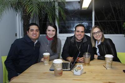 Bulmaro, Cristina, Gerardo y Christian.