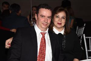15012018 POSAN PARA LA FOTO.  Alberto y Laura.