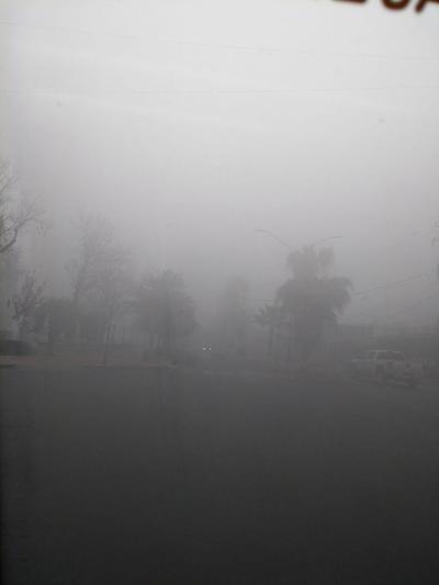La neblina dificulta el transitar con normalidad. Se recomienda tomar precauciones.