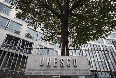 12 octubre.- Anuncia la salida de su país de la Unesco, a la que califica de hostil a Israel.