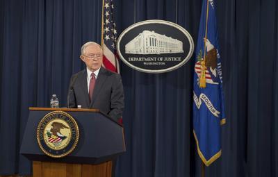 """05 septiembre.- El fiscal general, Jeff Sessions, confirma que cesa el programa de acción diferido de llegada de niños emigrantes, a los que se conoce como """"dreamers"""" (""""soñadores"""")."""
