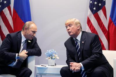 02 agosto.- Firma un proyecto de ley que endurece las sanciones contra Rusia.