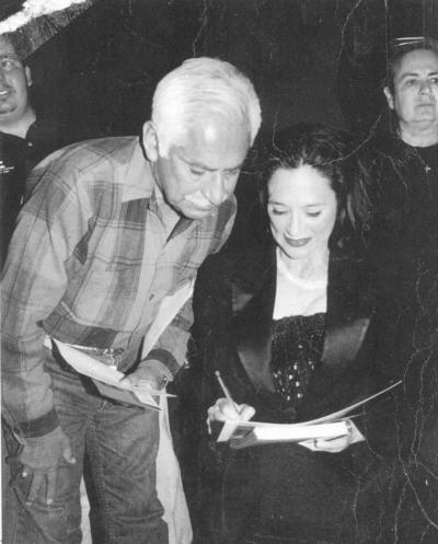 21012018 Alejandro Ramírez Villalba acompañado de la actriz Ofelia Medina en una presentación en el Teatro Alvarado de Gómez Palacio, Durango.