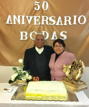 21012018 BODAS DE ORO.  Don Cristóbal Sánchez y Margarita García en días pasados cumplieron 50 años de casados y los celebraron en la Iglesia del Sagrado Corazón de Jesús de Francisco I. Madero, Coahuila.