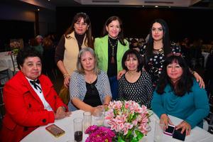 Laura, Paty, Ana LucIa, MarIa Teresa, Norma, Tere y MarIa Dolores