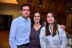 Lupita con sus hijos, Manuel y Pamela