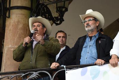 Gustavo Madero y Emilio Álvarez, coordinadores del evento, tuvieron que ser resguardados por unos minutos en el Palacio de Justicia del Gobierno del Estado.