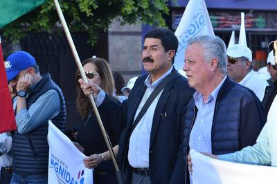 El gobernador del estado de Chihuahua, Javier Corral Jurado, estuvo en Torreón donde se unió a la Caravana por la Dignidad, cuyos integrantes realizaron una marcha por las calles de la ciudad acompañados de simpatizantes laguneros.