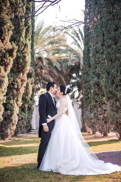 28012018 LCP Francisco Javier Agüero Padilla y LCPF Noelia Dolores Cavada Flores tuvieron su máxima cita de amor el 30 de diciembre, donde unieron sus vidas en matrimonio.