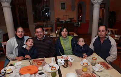 Familia López Herrera y Herrera Sauceda.