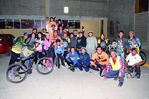 30012018 LA FOTO DEL RECUERDO.  Laguna Bikes.