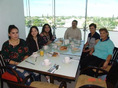 01022018 Tere, Victoria, Karina, Juan Carlos, Valeria y Toly.