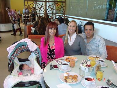 01022018 Kára, Leticia, Barbie y Luis.