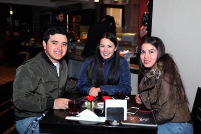 Gerardo, Ivonne y Yazmín.