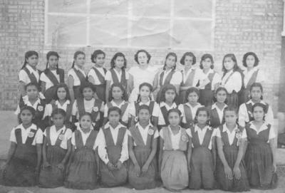"""04022018 6to. Año de Primaria """"Esc. Justo Sierra"""" en 1952, donde aparece la Maestra Antonia Hernández"""