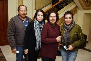 06022018 EN EL TEATRO.  Israel, Lucía, Lucía Isabel y Alejandra.
