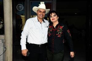 04022018 EN RECIENTE CELEBRACIóN.  Luis y Sayra.