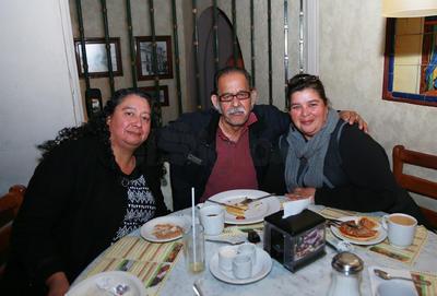 Rocío Espinoza, Francisco Martínez y Claudia Miranda.