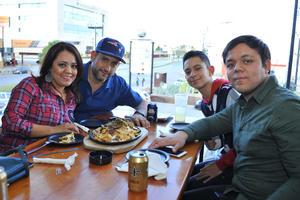 09022018 Sol, Carlos, Carlos y Carlos.