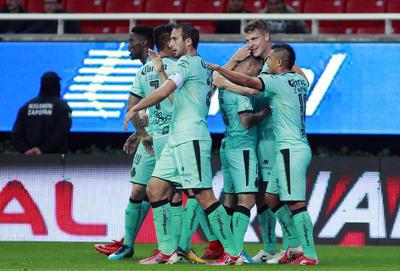 Santos Laguna hiló el triunfo con los goles de Furch y Djaniny en el duelo correspondiente de la jornada 6 contra Chivas.