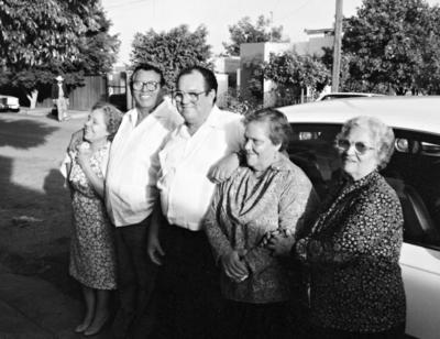 11022018 Don Roberto Dávila Jiménez y su esposa, Tila, acompañados por Libia.